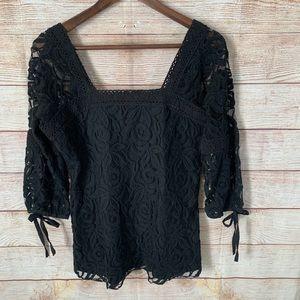 Solitaire woman's black lace top size medium